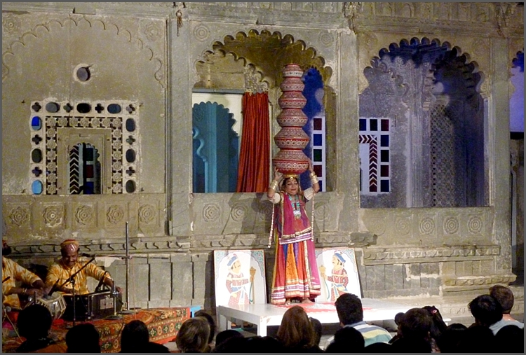 Finale at the evening show in Udaipur